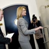 Ikke mere end lidt over én time gik der før Socialdemokraternes formand, Helle Thorning-Schmidt, flankeret af SFs formand, Villy Søvndal, forlod forhandlingerne i Finansministeriet om  en ny skattereform i går formiddags uden at være nået til enighed.