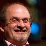 Salman Rushdie fik prisen »Best of Booker« for sin roman »Midnight's Children«.