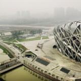 Smoggen indhyldede også det nationale stadion i juni måned, da Berlingske Tidendes fotograf Christian Als var i Beijing. Og problemet er ikke blevet løst her ti dage inden OL går i gang.