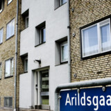 Den dræbtes mand bor stadig i Brønshøj. Dansk politi har ikke hørt fra sine pakistanke kolleger angående en mistanke mod manden.