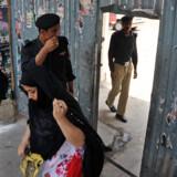 Stigende bevidsthed om rettigheder hos kvinder i Pakistan er med til at få antallet af æresdrab til at stige i disse år, da mændene  og de ældre generationer står fast på, at kvinder er mændenes ejendom – en opfattelse, der mange steder rækker ind hos politiet.