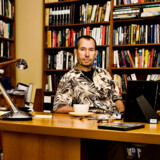 Carsten Jensen i sit arbejdsværelse.