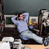 Flemming Rose – et verdensnavn inden for journalistikken – i sit ydmyge kontor med ryggen mod bagsiden af Kongens Nytorv.