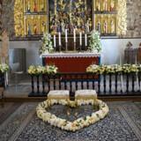 Et sønderjysk bryllupshjerte på gulvet i kirken.
