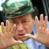 FARCs mangeårige leder, Manuel Marulanda, eller »Tirofijo« som han kaldes, døde den   26. marts, formentlig af et hjerteanfald. Det varsler måske mere fredelige tider i Colombia.
