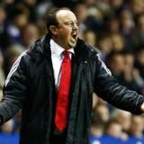 Rafael Benitez har haft god grund til at gestikulere i de seneste kampe. Nu trues han af et definitivt slag i bordet