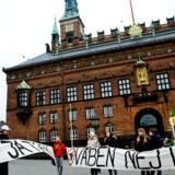 Beboere på Nørrebro demonstrerer for mere sikre gader foran Københavns Rådhus. - Arkivfoto: Michael Bothager.
