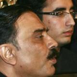 Benazir Bhuttos søn, den 19-årige Bilawal, og hendes enkemand Asif Ali Zardari blev i går valgt som formænd for PPP-partiet.
