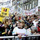 Christiansborg Slotsplads summede af folkefest under demonstrationerne i går.