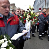 Kolleger fra Dansikring deltog i en mindehøjtideligh foran SKAT på Tagensvej for den dræbte Benny Nielsen.  Arkivfoto: Nils Meilvang