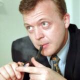 Arkivfoto fra 1998. Lars Løkke Rasmussens (V) rygevaner har kostet skatteyderne 154.000 kroner i leje, fordi hans rygekabine i knap to et halvt år stod i Statsministeriet.