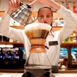 Starbucks åbner første butik i Italien.