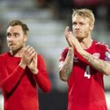 Danmarks Christian Eriksen 10 og Simon Kjær 4 hilser på publikum efter Nations League fodboldkampen mellem Danmark og Wales på Aarhus Stadion søndag den 9 september 2018.