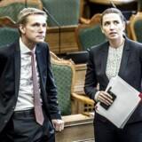 »Beløbsgrænsen vil ikke blive sat ned, så længe Socialdemokratiet og Dansk Folkeparti har noget at skulle have sagt!« skriver Kristian Thulesen Dahl og Mette Frederiksen i et fælles debatindlæg.