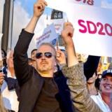 Nogle få hundrede mennesker var mødt frem, da Jimmie Åkesson symbolsk afsluttede valgkampagnen i den svenske hovedstad. Om det er udtryk for, at Sverigedemokraterna fortsat har mere tag i vælgerne i Sydsverige og mindre byer end i hovedstaden vil valgresultatet vise.