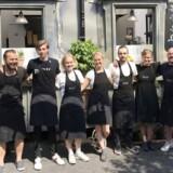 Røk by Woodmen i Paris ligger ved Gare du Lyon, en af byens større banegårde. Bag madstanden står danske Mikael Teodor Jakobsson og to danske forretningspartnere. Siden åbningen har de haft flere end 23.000 kunder. Medarbejderne er især unge danskere, der studerer i Paris eller er i byen for at blive bedre til fransk.