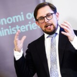 Økonomi- og indenrigsminister Simon Emil Ammitzbøll-Bille (LA) præsenterede Økonomisk Redegørelse for august 2018. Heri spår regeringen, at opsvinget fortsætter både i år og til næste år.
