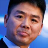 Richard Liu, eller Liu Qingdong på kinesisk, står bag en af Kinas største nethandelsselskaber og har altid plejet et ry for at gøre alt efter bogen. »I Kina er der mange, der ikke kan lide at spille efter reglerne. Der er også mange skjulte regler. Men jeg siger til folk, den slags gør vi ikke. Alle ansatte må gøre det efter bogen. Kun sådan bliver vi en stor virksomhed,« har han udtalt til Financial Times. Her ses han på den årlige World Internet Conference i Jiaxing i Kina i 2015.