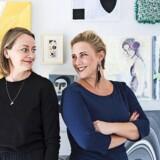 Billedkunstner Anne Aarsland (tv) og interiørstylist og kunstner Mette Helena Rasmussen mødte hinanden via et arbejdsprojekt og fik lyst til at skabe et fælles kunstprojekt. Fotos: Tia Borgsmidt og PR