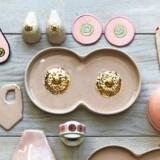 Skåle, køleskabsmagneter, kopper og vægpynt er blevet populære designobjekter. Foto: PR