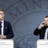 Skatteminister Karsten Lauritzen (V) og statsminister Lars Løkke Rasmussen (V) præsenterede regeringens plan for et nyt skattevæsen i juni 2017. Knap to år tidligere havde man besluttet at lukke Skats skandaleramte inddrivelsessystem, EFI. Nu viser det sig at efterfølgeren til EFI først vil være fuldt funktionsdygtigt i 2021. Det udløser hård kritik fra oppositionen, som skatteministeren dog afviser.