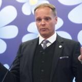 Sverigedemokraternas skolepolitiske talsmand, Stefan Jakobsson, har trukket sit kandidatur til det svenske riksdagsvalg på søndag, efter afsløringer af at han uretmæssigt har kørt for store beløb i taxi på statens regning.