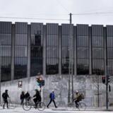 »Samtidig finansieres boliger i København oftere end i resten af landet med mere risikable låntyper. Det øger boligejernes rentefølsomhed. Opbremsningen i priserne er derfor velkommen,« lyder det fra Nationalbanken.