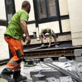 Flere og flere virksomheder melder om mangel på arbejdskraft. Inden for bygge- og anlægssektoren er det en begrænsning for 34 pct. af virksomhederne, hvilket er det højeste niveau siden 2007.