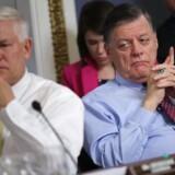 De fremtrædende republikanere Pete Sessions fra Texas (t.v.) og Tom Cole fra Oklahoma (t.h.) under en høring om rammerne for en debat om The American Health Care Act.
