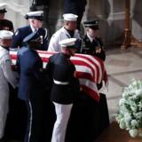 Nu mindes John McCain ved en mindehøjtidelighed i Washington National Cathedral.