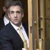 Michael Cohen, Donald Trumps tidligere advokat. Cohen har indrømmet, at han – i samarbejde med Trump – har betalt to kvinder under bordet. Og det med kampagnepenge, hvilket er ulovligt.