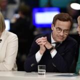 Moderaternas Ulf Kristersson (midten) skal tage mange hensyn, før en mulig koalitionsregering med et levedygtigt flertal bag sig kan komme på tale. Kristdemokraternas Ebba Busch Thor (t.v.) er ikke så langt fra Sverigedemokraterna. Samarbejde med dem er derimod Centerpartiets Annie Lööfs skrækscenarie.