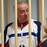 Arkivbillede fra august 2009 af daværende oberst i den russiske militære efterretningstjeneste, Sergej Skripal. Fotografiet er taget i Moskvas militære domstol. Skripal blev kendt skyldig i landsforræderi og idømt 13 års fængsel. Han blev senere udvekslet på amerikansk initiativ. EPA/YURY SENATOROV RUSSIA OUT / BEST QUALITY AVAILABLE