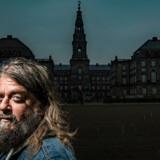»Jeg ville også gerne være en god politisk journalist, men det var forfærdeligt derinde,« siger Anders Lund Madsen om sin korte tid på Christiansborg.