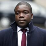 Investeringsbanken UBS havde i kølvandet på finanskrisen ikke kontrolmekanismer, der kunne forhindre den unge børshandler Kweko Adoboli fra at lave risikable investeringer for helt op til 70 milliarder kroner. I alt tabte Adebosi små 13 mia. kroner på bankens vegne.