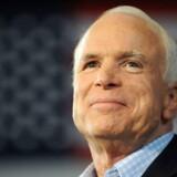 McCain tabte kampen om præsidentposten til Obama i 2008, men var i aktion fire år efter, hvor han ofte optrådte som Mitt Romneys sparringspartner. (Photo by Robyn BECK / AFP)