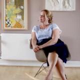 """Portræt af forfatter Merete Pryds Helle i anledning af hendes nye roman """"Vi kunne alt, """" der udkommer d. 7 september. Merete er fotograferet i sit hjem i indre by i København."""