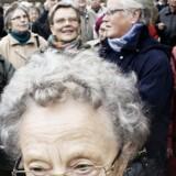 På FNs internationale ældredag var der demonstrationer i 4 store danske byer. Fire ældreorganisationer står bag og formålet er at vise utilfredshed med udhulingen af folkepensionen, den dyre offentlige transport, de stigende fødevarepriser og problemerne i sundhedssektoren, som rammer de svageste hårdest.