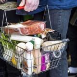 Det seneste år er der i supermarkederne kommet flere grønne alternativer, som kunderne kan lægge i indkøbskurven.