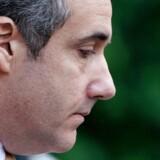 Trumps tidligere advokat, Michael Cohen, erklærede sig tirsdag skydig i brud på reglerne om finansiering af valgkampagner samt flere andre anklager. Han erkendte også at have arrangeret betalingen til to kvinder »på anvisning fra« Trump.