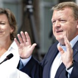 Statsminister Lars Løkke Rasmussen (V) kan næsten ikke tro på sit held her ved indgangen til en ny politisk sæson, hvor rød blok ligner et studie i kaos.