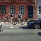 Over 135.000 boliger i hovedstaden er belastet af støj fra trafikken i forhold til den grænse på 58 decibel, som Miljøstyrelsen anbefaler i gennemsnit. En af midlerne til at sænke støjniveauet er at sænke hastighederne på vejene. Det vil Københavns Kommune gøre på udvalgte vejstrækninger over de næste fem år.