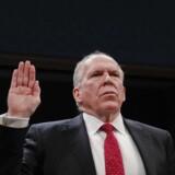(ARKIV) Den tidligere CIA-direktør John Brennan får nu inddraget sine sikkerhedsgodkendelser. Her ses han blive sværget ind under en kongreshøring i Washington, tirsdag den 23. maj 2017. (Foto: Pablo Martinez Monsivais/Ritzau Scanpix)