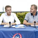 Partiformand Kristian Thulesen Dahl lancerede på Dansk Folkepartis sommergruppemøde på ny et krav om et paradigmeskifte i udlændingepolitikken. Her ses han sammen med gruppeformand Peter Skaarup (DF) ved Hotel Comwell i Sønderborg.