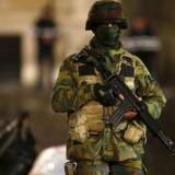 En belgisk soldat patruljerer efter terrorangrebet i Bruxelles, der fandt sted 13. november 2015. 130 personer omkom i en række angreb.