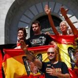 Beslutningen om at flytte general Francos lig fra ærespladsen i Valle de los Caídos har ikke blot mobiliseret Spaniens yderste højrefløj, der her demonstrerer uden for mindelundens kryptkirke. Den vækker også irritation i det store konservative oppositionsparti.