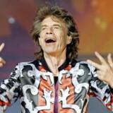 Talrige er de teenage-drenge, der har stået foran spejlet derhjemme for at efterligne Jagger. Men der er kun én ægte Mick. Foto: Reuters/Jean-Paul Pelissier