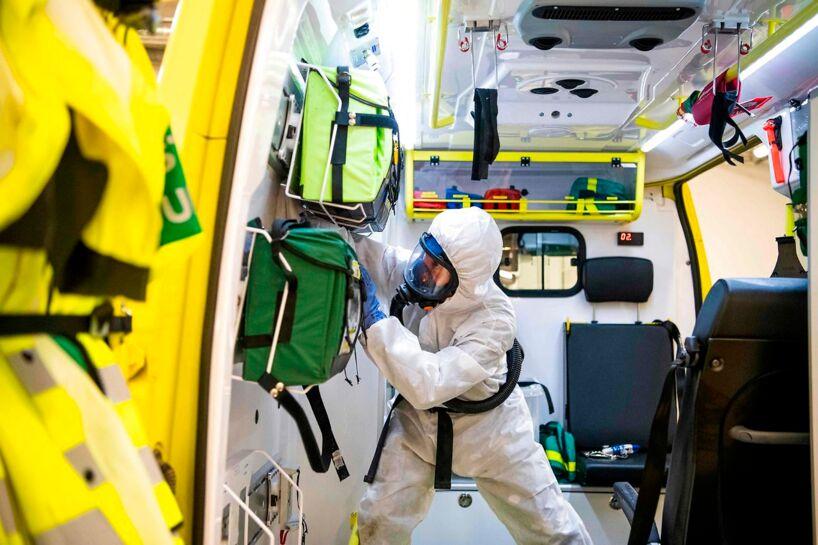 I Sverige dør hver tredje coronapatient alene