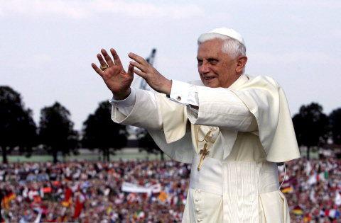 9769946eeacd Pave Benedikt XVI fik en entusiastisk og indforstået hyldest fra tusinder  af de ungdommelige pilgrimme