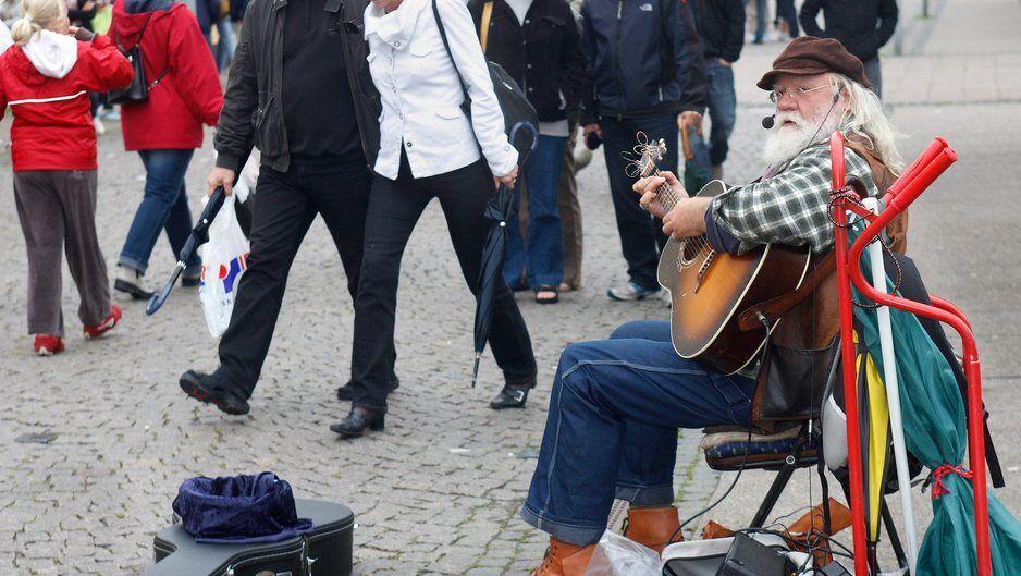 33e438986af Er gademusikanter en plage?
